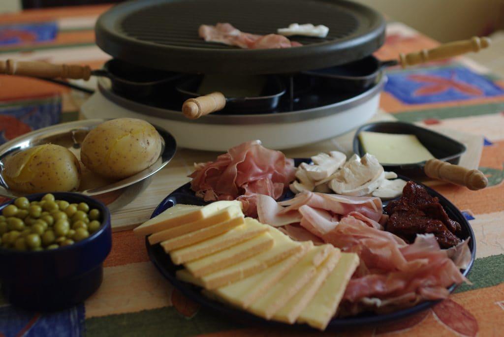 Raclette kann man auch ohne Fleisch vegetarisch zubereiten